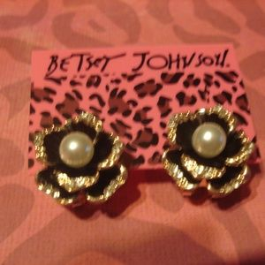 Betsey Johnson Black & Gold Pearl Earrings